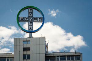 Bayer schudt eigen organisatie