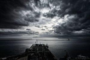 Donkere wolken boven aandelenmarkten