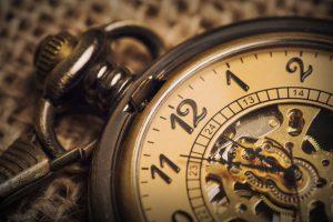 Aandelen kopen: timen versus doseren