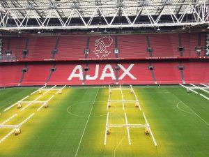 Ajax blijft aanvoerder
